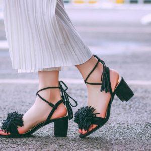 sandalias-negras-flecos